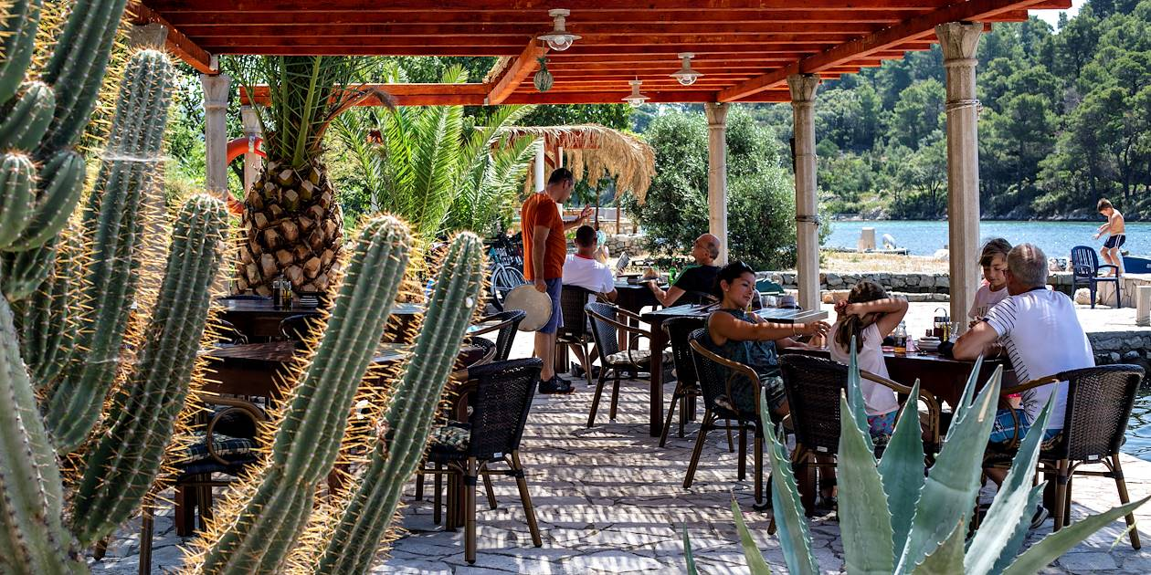 Terrasse de restaurant dans le Parc National de Mljet - Croatie
