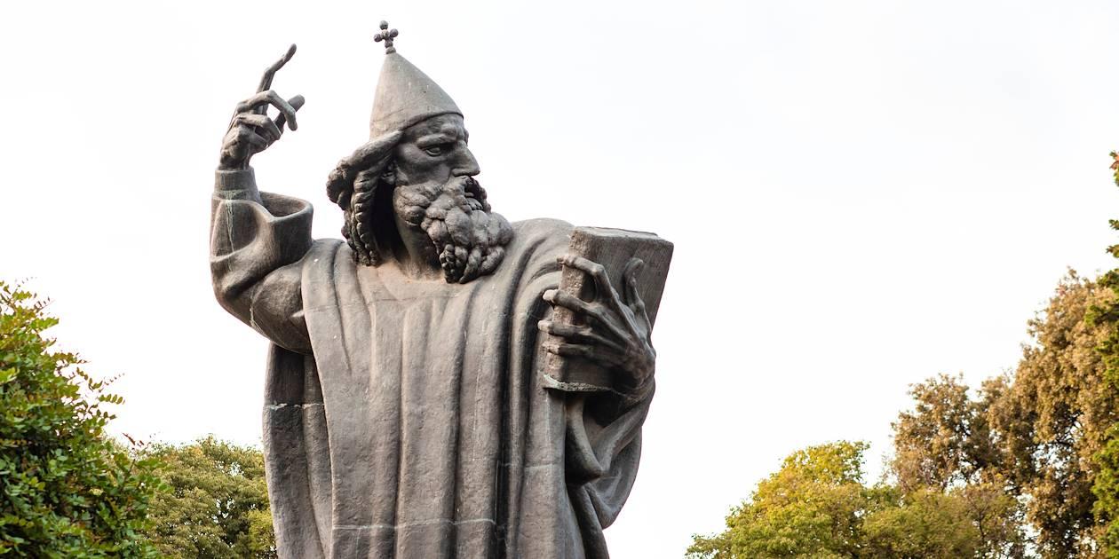 Statue de Ivan Mestrovic dans la vieille ville fortifiée - Split - Croatie