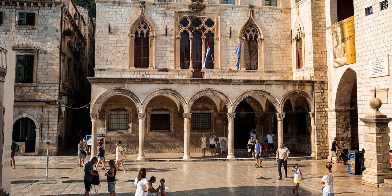 Sur la place Luza à Dubrovnik : Palais Sponza - Croatie