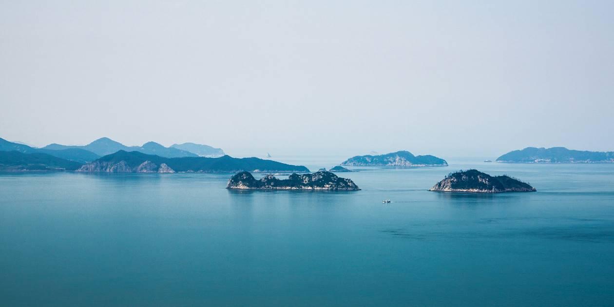 Vue sur l'archipel des 10 000 îles depuis le Parc national Dadohae - Corée du Sud