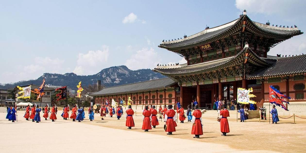 Garde royale devant le palais Deoksugung - Séoul - Corée du Sud