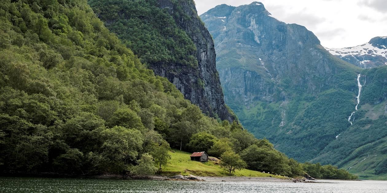 Maison en bois dans le Naeroyfjord - Sognefjord - Norvège