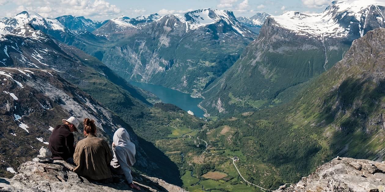 Dalsnibba, plateforme offrant une vue spectaculaire sur le Geirangerfjord - Norvège