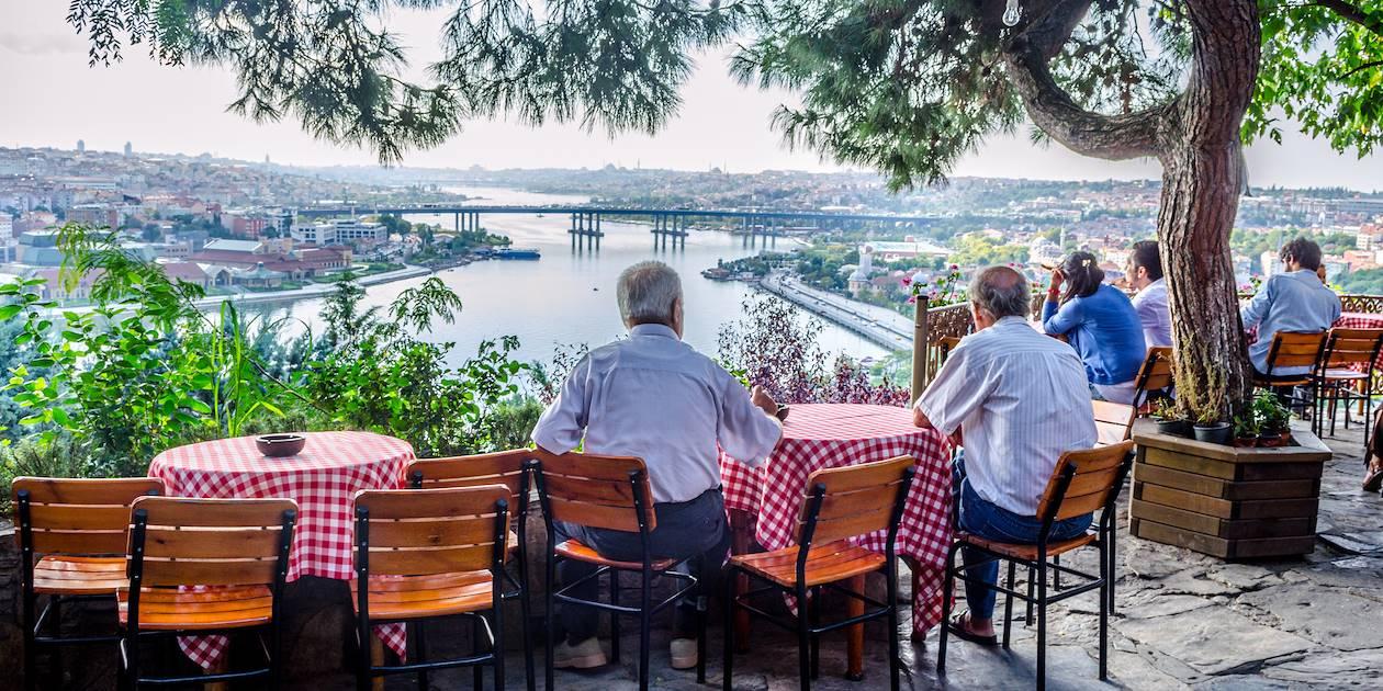 Terrasse du café Pierre Loti, avec vue sur le Bosphore - Istanbul - Turquie