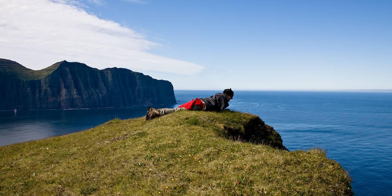 Homme sur une falaise - Islande