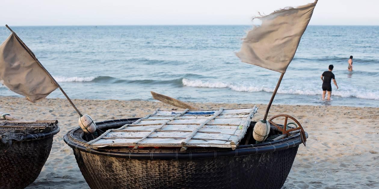 Barque ronde en bambou, embarcation traditionnelle des pêcheurs - Vietnam