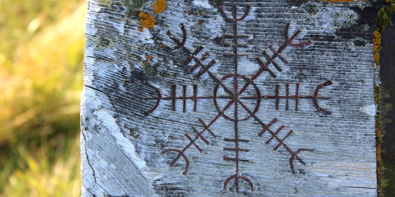 Symbole de sorcellerie - Gvendarlaug - vallée de Bjarnarfjördur - Islande