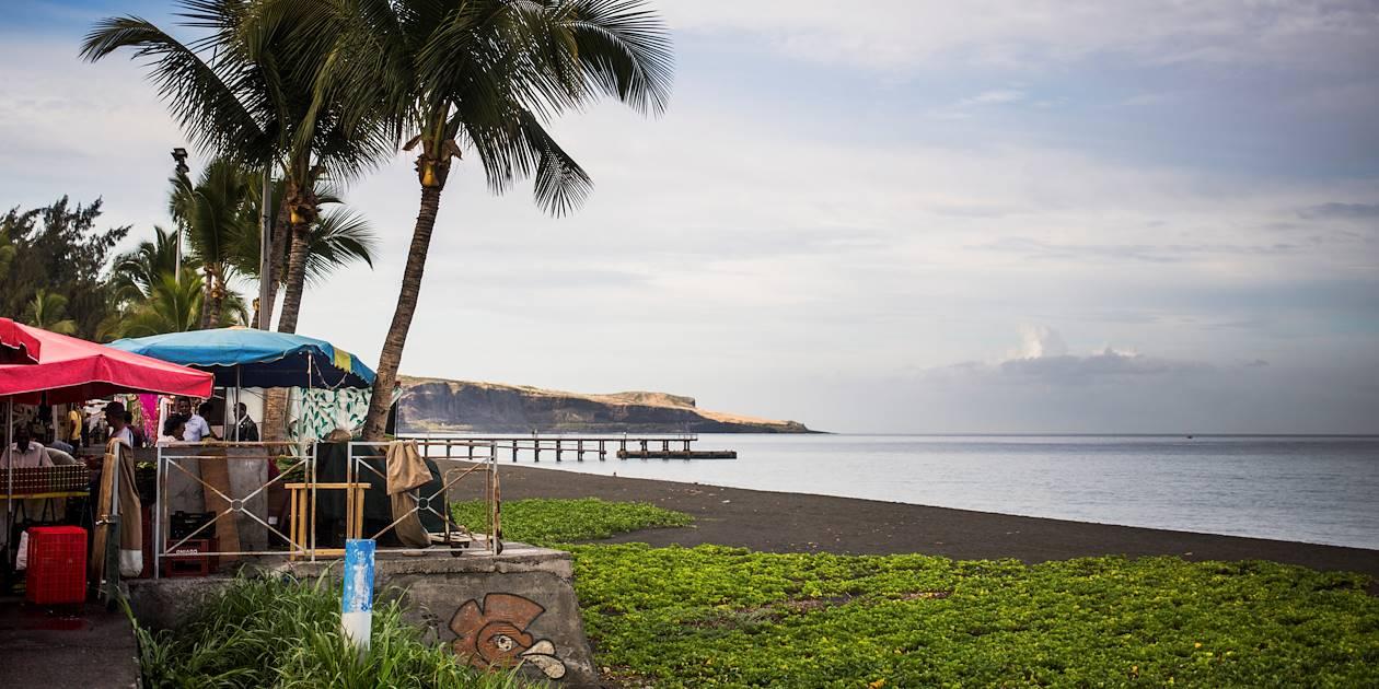 Le marché au bord de l'océan - St Paul - Région Ouest - La Réunion