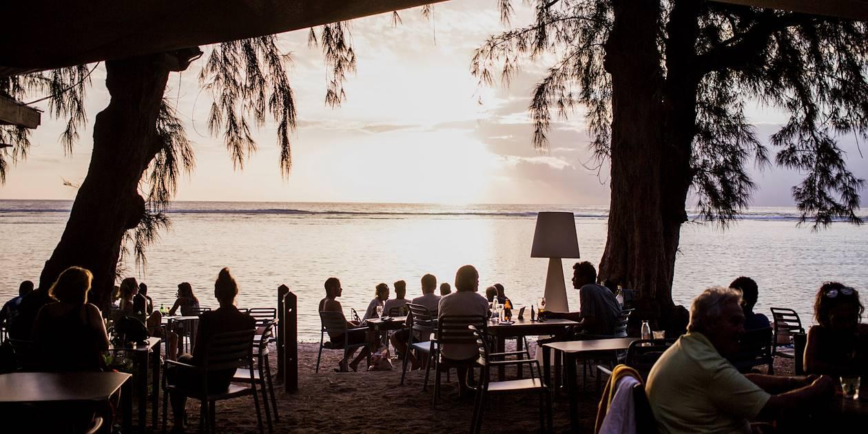Coucher de soleil sur une plage du lagon -La Saline les Bains - Région Ouest - La Réunion