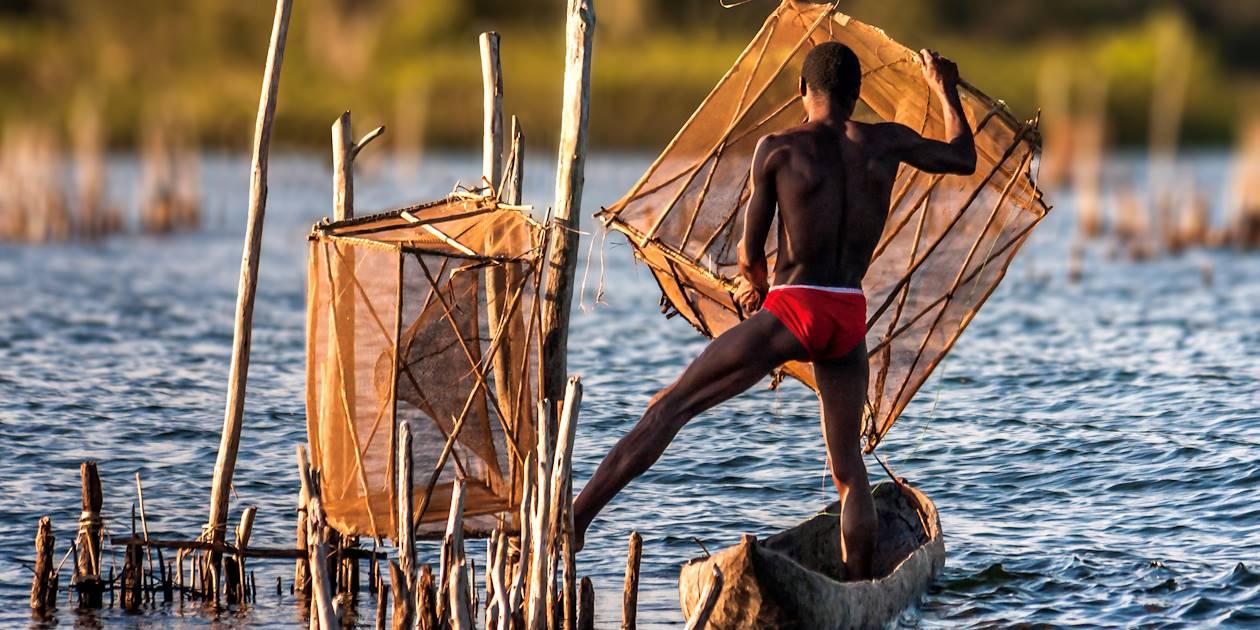 Pêcheur sur le Canal des Pangalanes - Madagascar