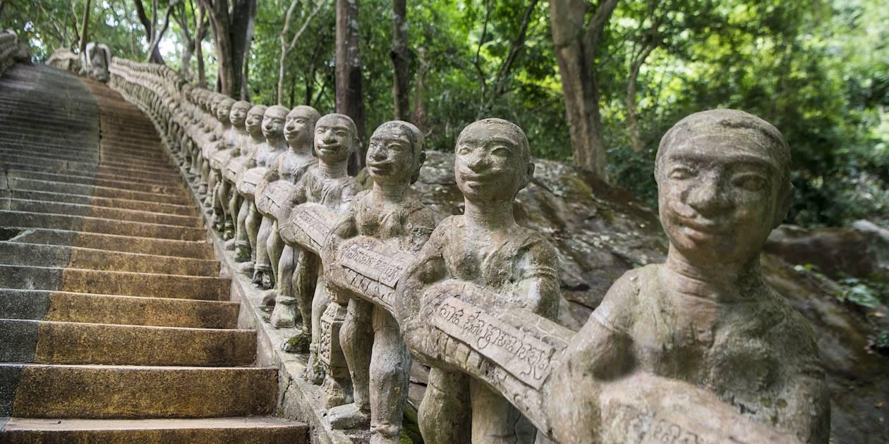 Escalier de la montagne sacrée Phnom Santuk - Kompong Thom - Cambodge