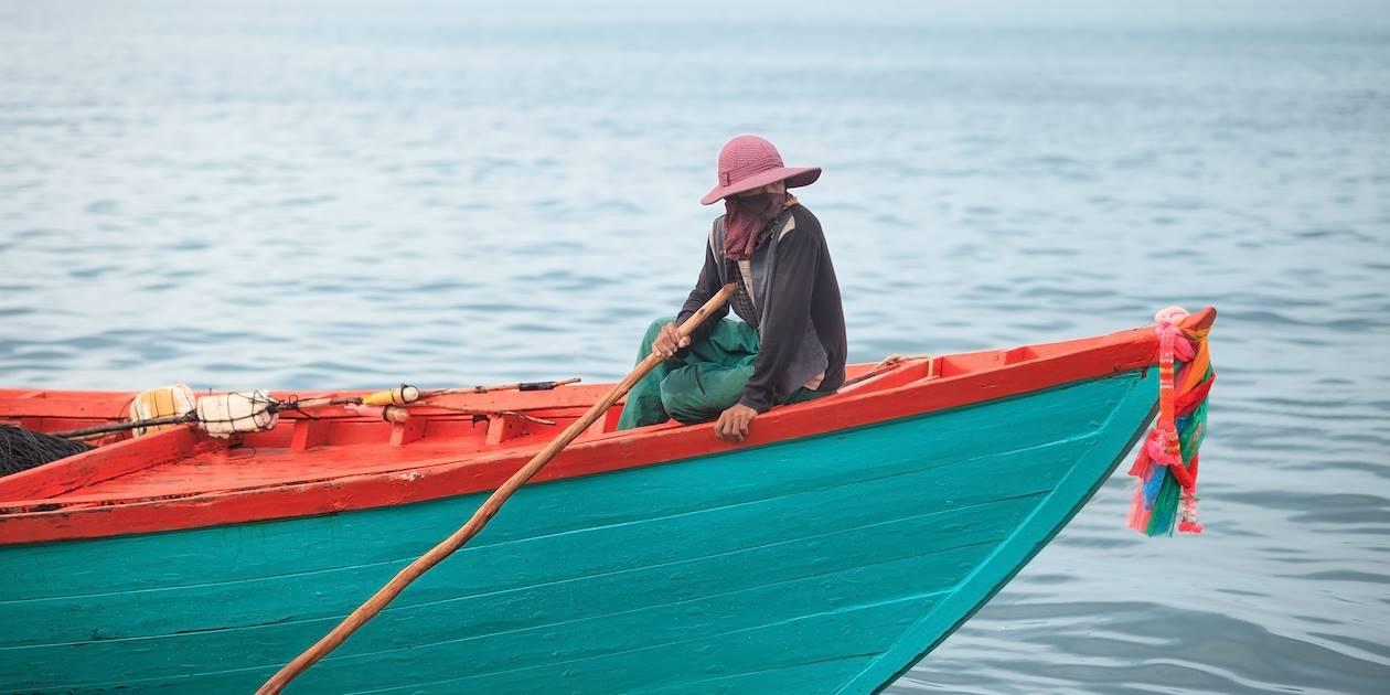Pêcheur de crabes de Kep sur son bateau - Cambodge