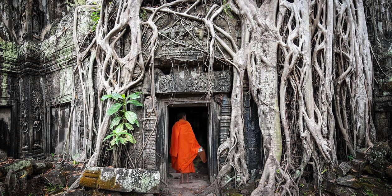 Moine à Angkor Wat au Cambodge