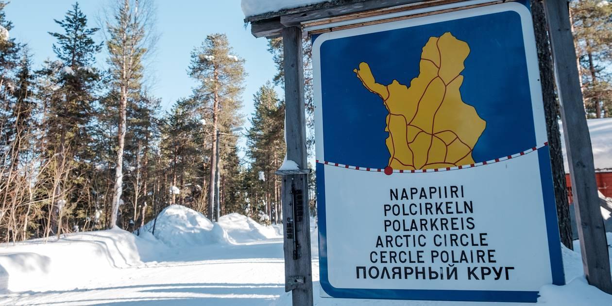 Panneau indiquant le passage du cercle polaire arctique - Rovaniemi - Laponie - Finlande