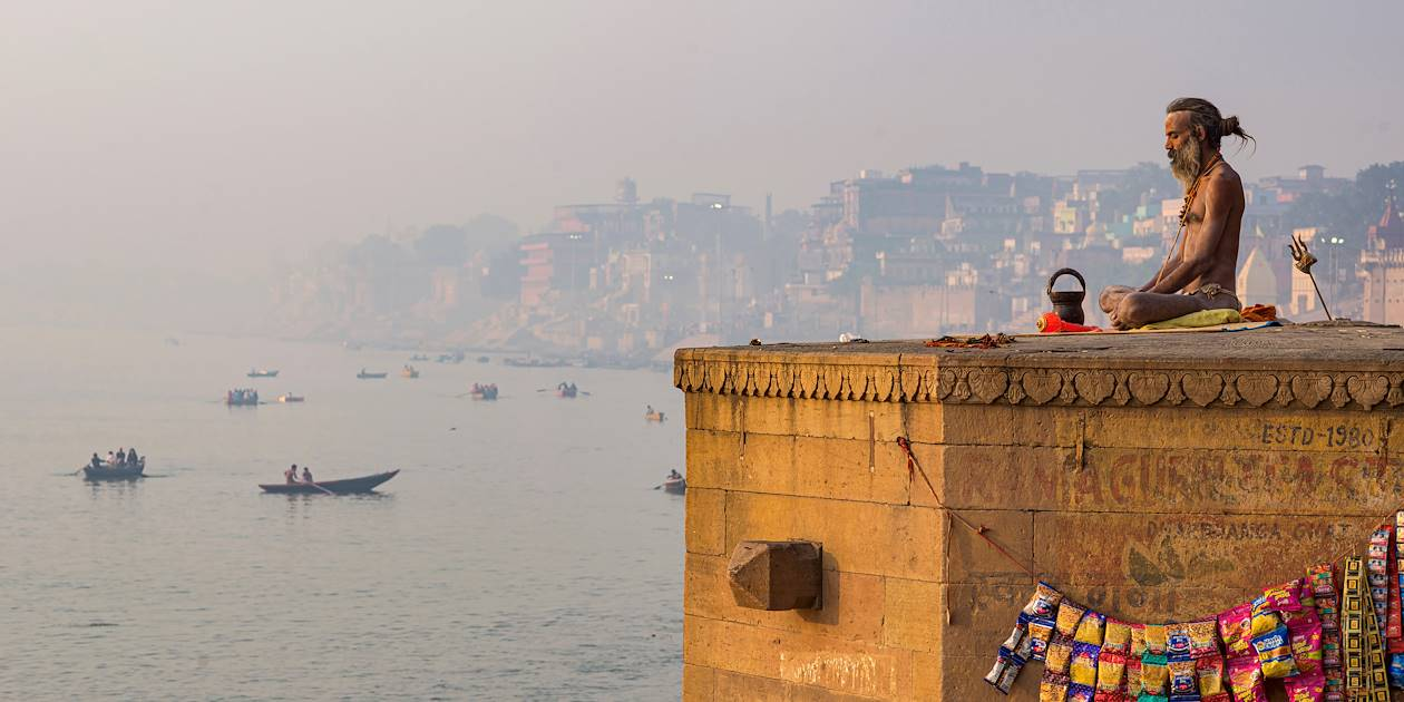 Yogi face au Gange - Varanasi - Inde