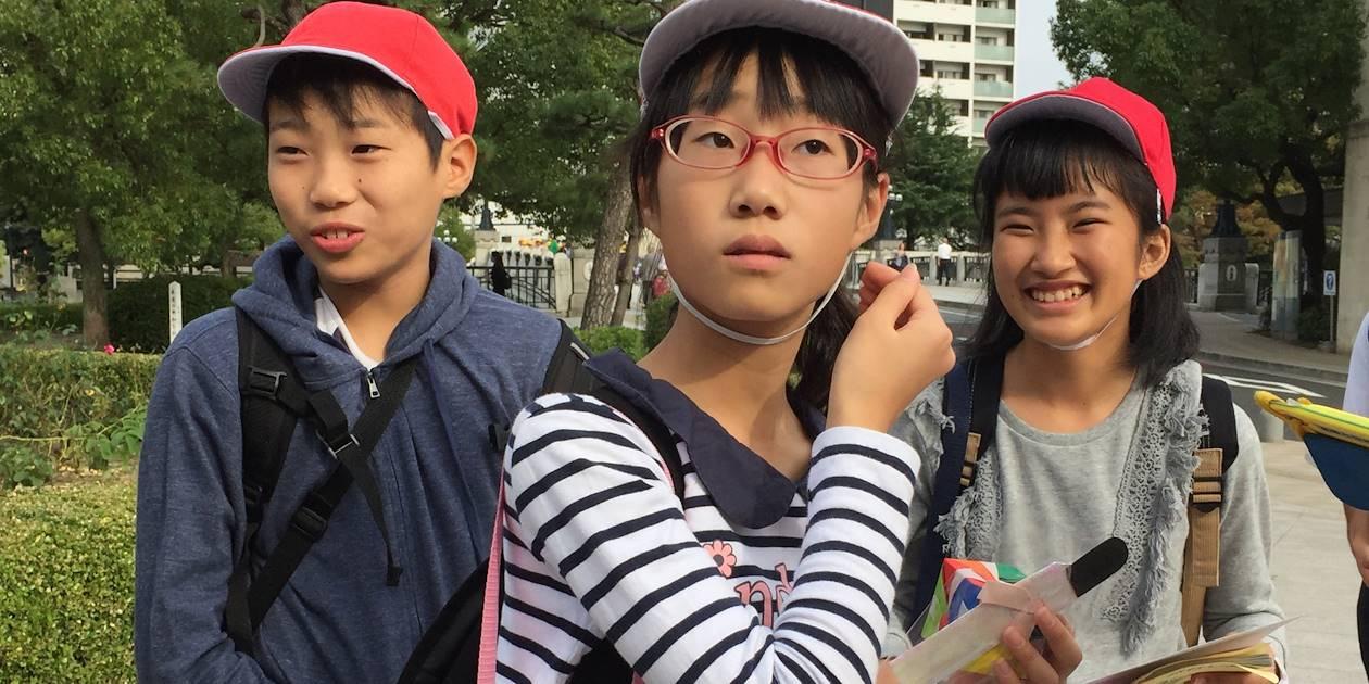 Ecoliers dans les rues d'Hiroshima - Région de Chugoku - Ile de Honshu - Japon
