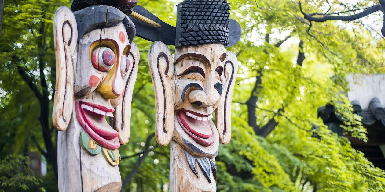 Sculptures traditionnelles en bois dans le village de Hahoe - Corée du Sud