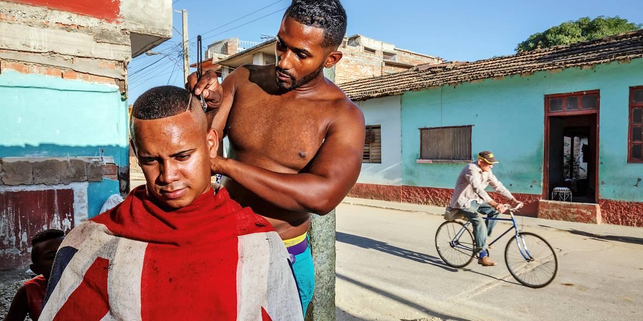 Coiffeur de rue - Trinidad - Cuba