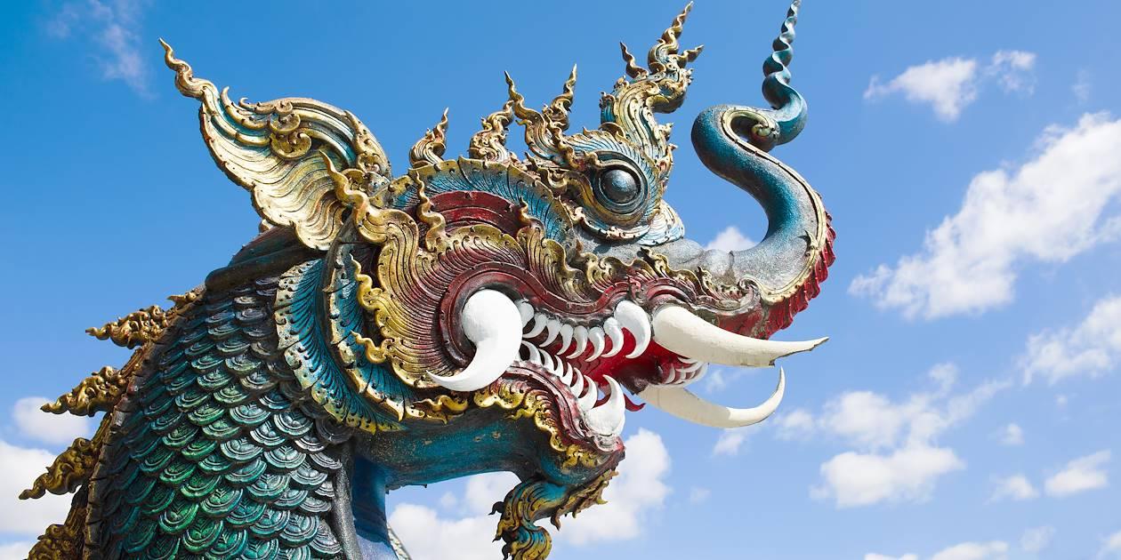 Détail de la tête d'un dragon du Temple Bleu (Wat Rong Seur Ten) - Chiang Rai - Thaïlande