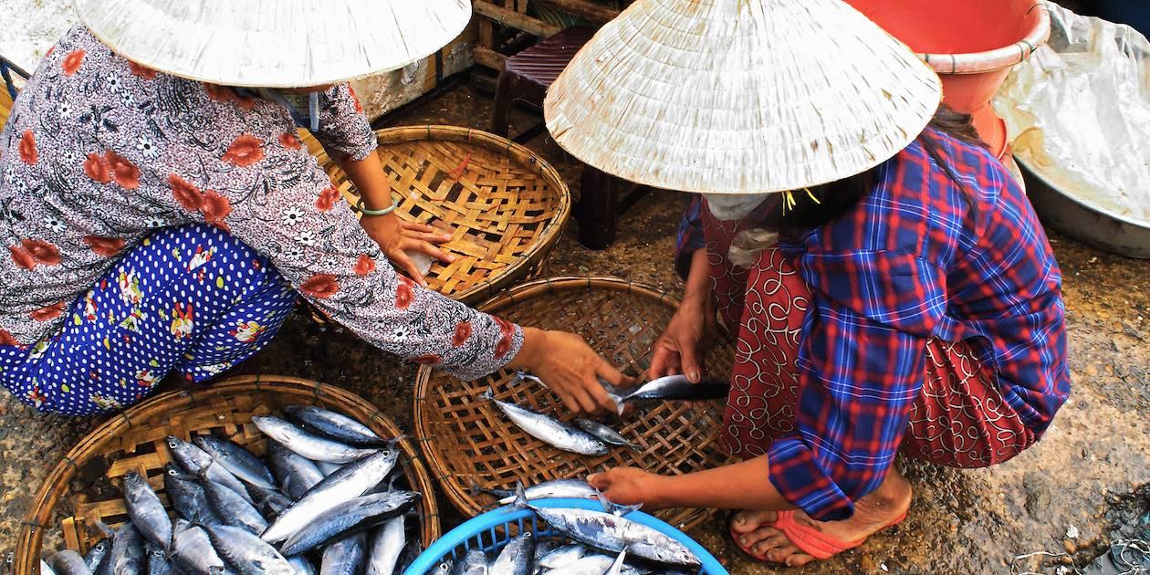 Marché dans les rues d'Hoi An - Vietnam