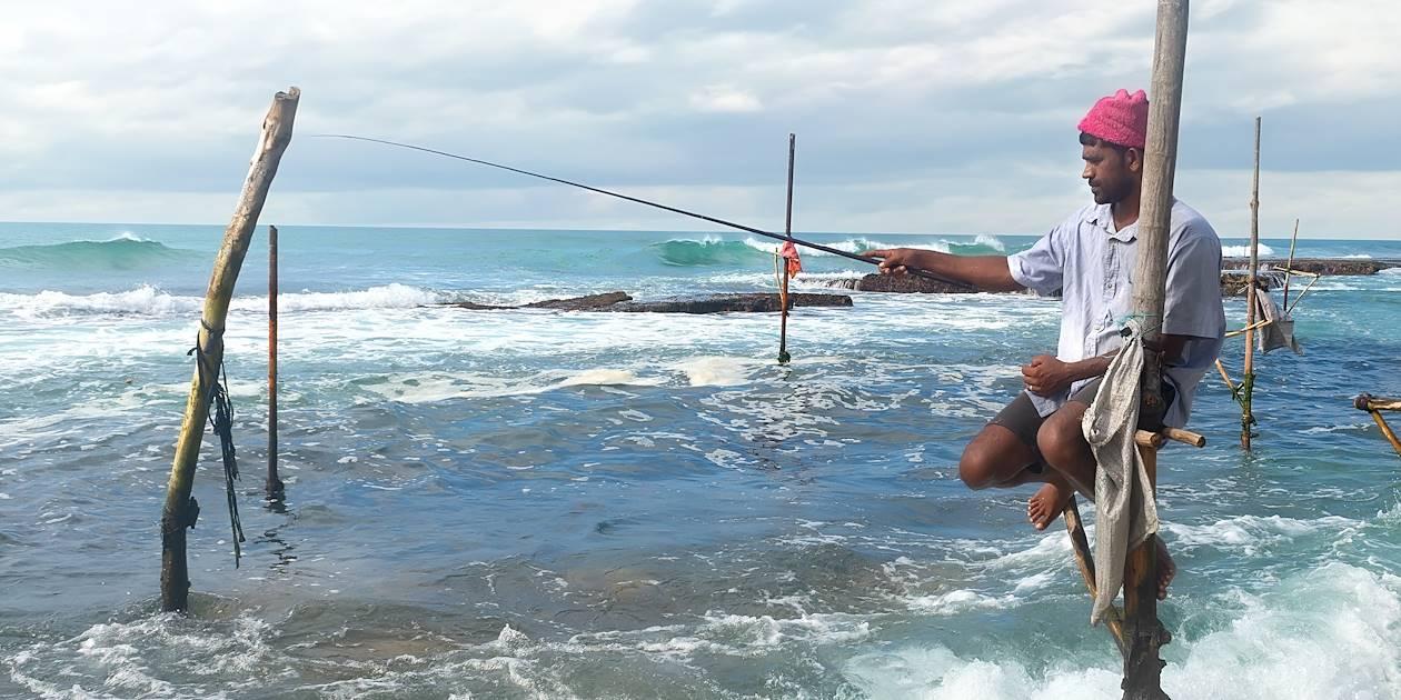 Pêcheur sur échasses dans la région de Weligama - Sri Lanka