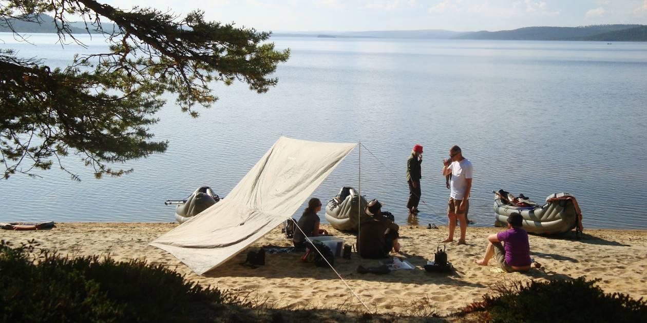 Pique-nique sur les bord du lac Paadarjärvi - Finlande