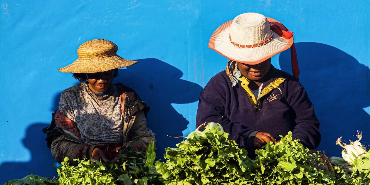 Scène de vie sur un marché - Madagascar