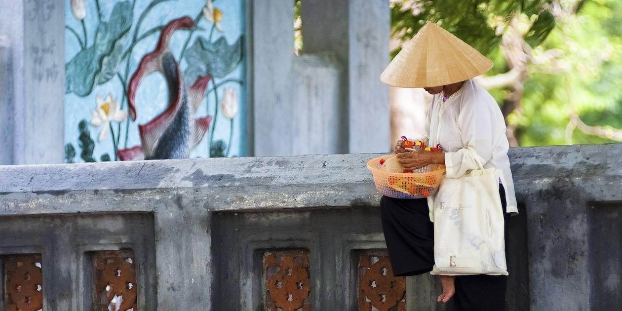 Vendeur dans les rues d'Hanoi - Vietnam
