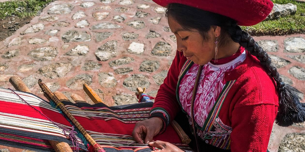 Vallée Sacrée des Incas : artisanat textile à partir de laine d'alpagas - Chinchero - Pérou