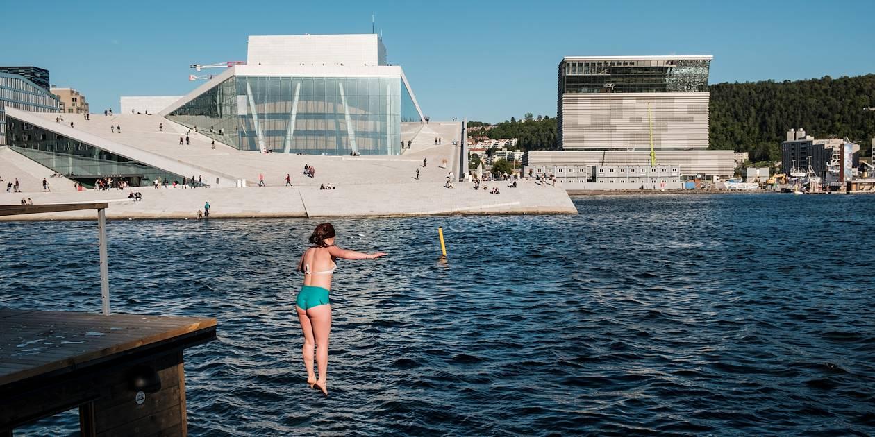 Plongeon face à l'Opéra d'Oslo - Norvège