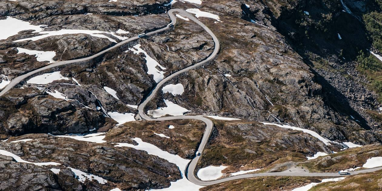 Dalsnibba, plateforme offrant une vue spectaculaire sur le Geirangerfjord et la route 63 - Norvège
