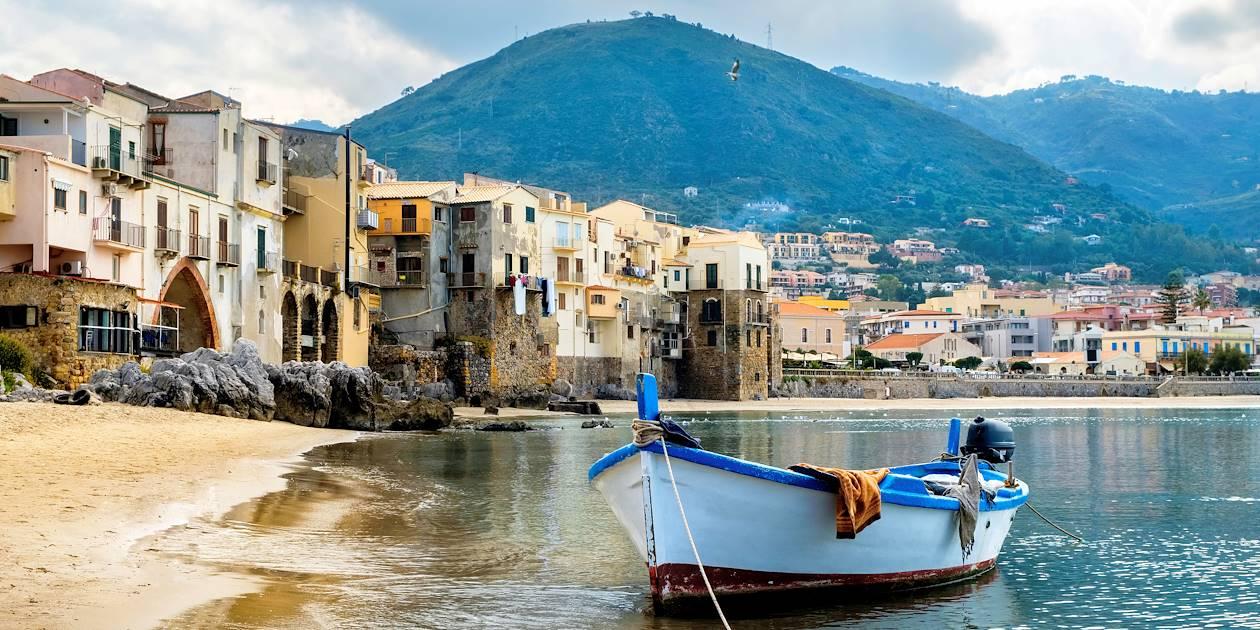 Port et plage de Cefalu - Sicile - Italie