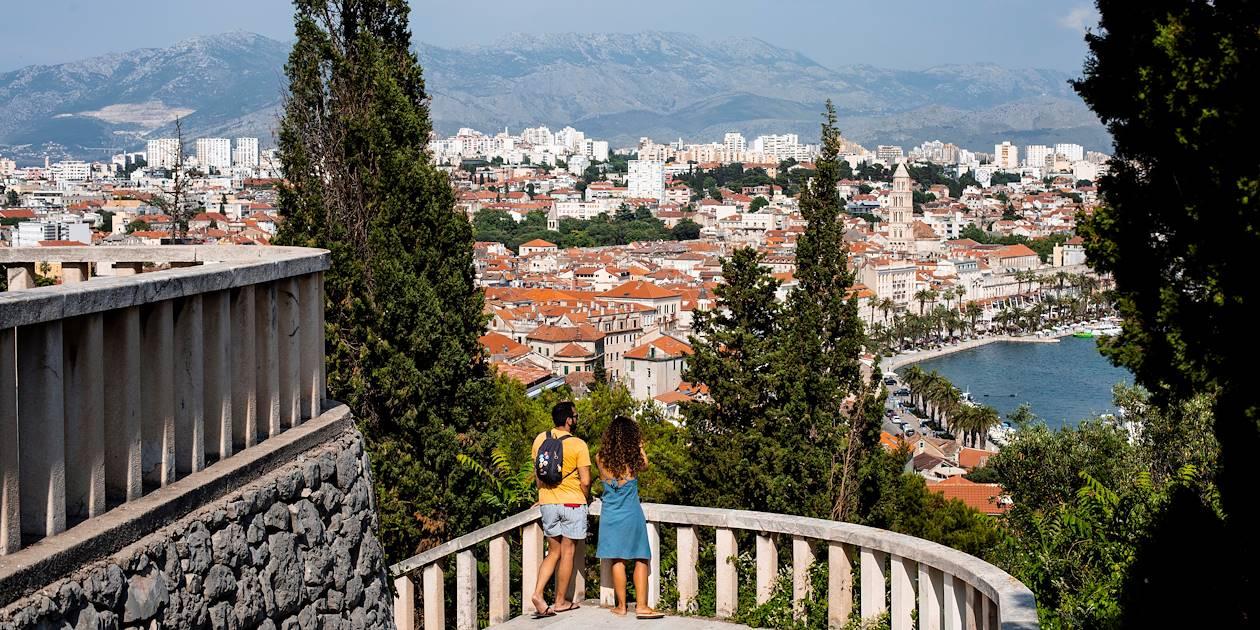 Ascension vers le mirador : panorama sur la ville - Split - Croatie