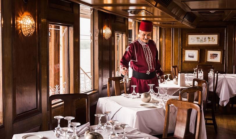 Préparatifs du service du déjeuner à bord du Steam Ship Sudan - Égypte
