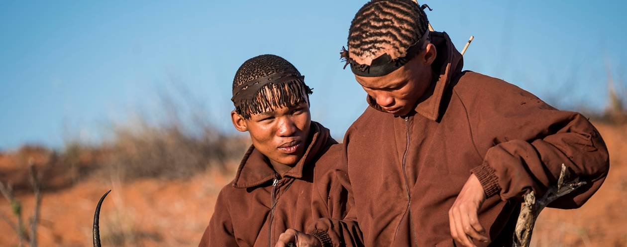 Rencontre avec des bushmen, de la communauté San - Désert du Kalahari - Namibie