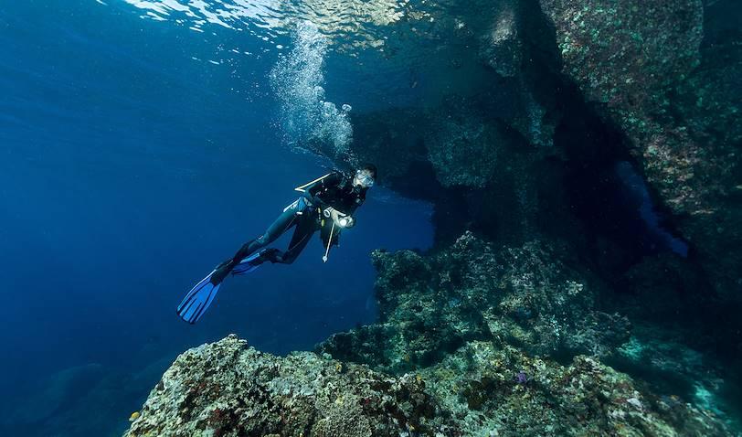 Plongée sous-marine, à la découverte de failles, grottes et autres richesses - La Réunion