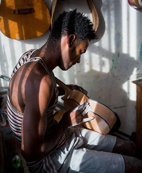 Visite de l'atelier du luthier Aniceto Gomes - Mindelo - Île de Sao Vicente - Cap Vert