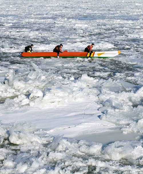 Canot à glace sur le fleuve Saint Laurent - Québec - Québec - Canada