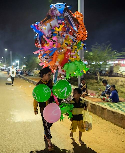 Fête foraine en famille, sur la Route 60 - Siem Reap - Cambodge