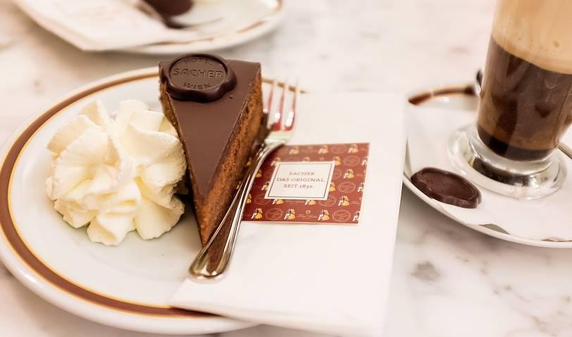 Goûter au Café Sacher : la spécialité, la Sacher Torte- Vienne - Autriche