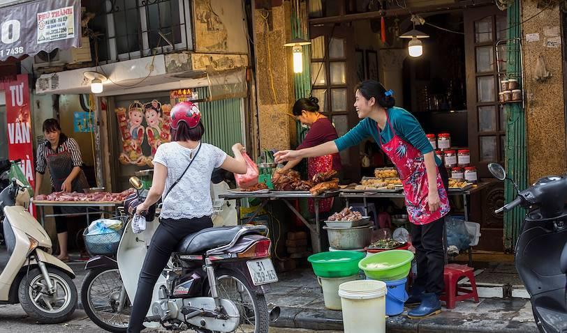 Street food dans le centre-ville historique de Hanoï - Hanoï - Vietnam