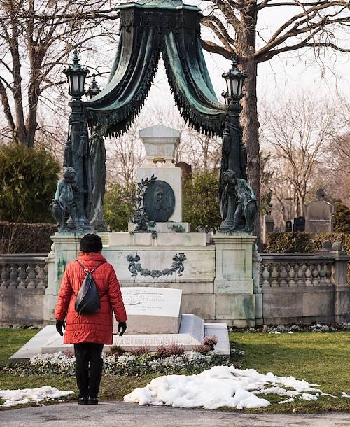 Balade en calèche dans le cimetière central de Vienne - Vienne - Autriche