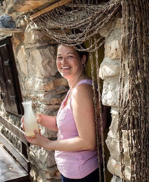 Pause et boisson fraîche dans une petite ferme de l'île de Hvar - Croatie