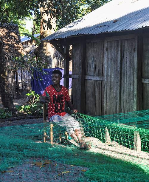 Jeune pêcheur et son filet - Manakara - Madagascar