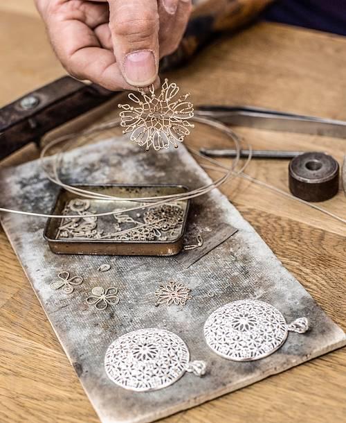 Cordoue et ses artisans : atelier d'un bijoutier (argenterie califale) - Andalousie - Espagne
