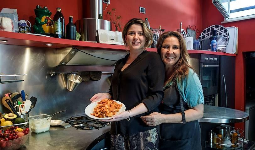 Cours de cuisine et déjeuner chez Fiamma & Debora : portrait des deux hôtes - Rome - Italie
