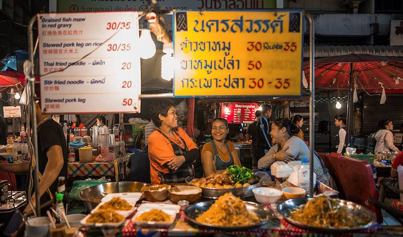Le Marché Kad Luang et street food by night - Chiang Mai - Thaïlande