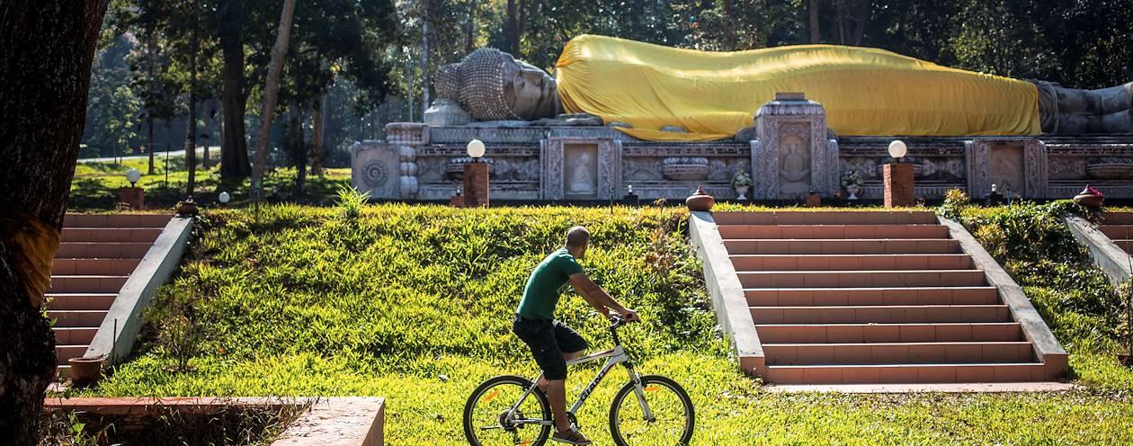 Baan Pong et ses merveilles, à vélo : découverte d'un bouddha couché - Baan Pong - Ratchaburi - Thaïlande