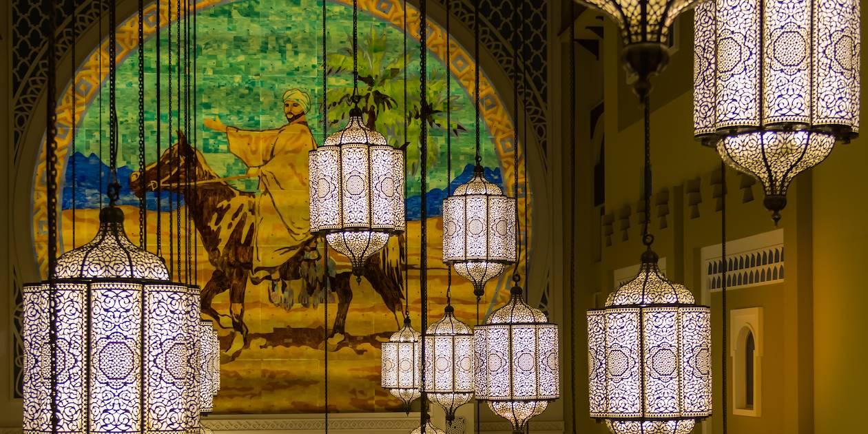 Lanternes traditionnelles à l'intérieur d'un hôtel de Dubaï - Emirats Arabes Unis