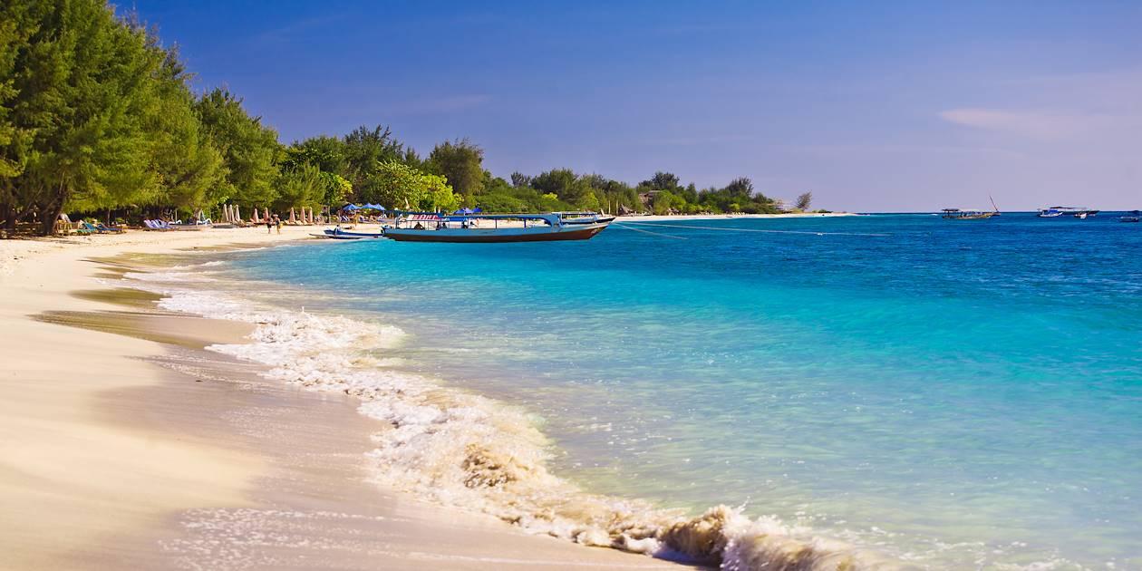 Plage sur l'île de Travangan Gili - îles Gili - Indonésie